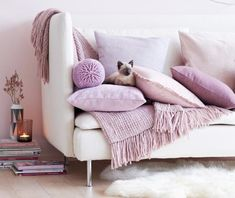 Sofa in white with pillows in pink Source by raumcoach Diy Living Room Decor, Home Living Room, Living Room Furniture, Living Room Designs, All White Bedroom, Living Room White, White Rooms, Velvet Furniture