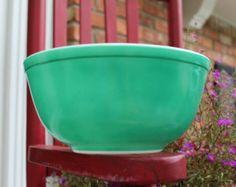 Vintage Pyrex Green Mixing Bowl ~ 2 1/2 Quarts ~ #403