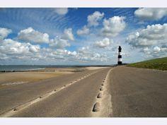 Naar de vuurtoren van Breskens. via www.fanvanzeeland.nl Safe Harbor, Lighthouses, All Over The World, Strand, Light Up, Netherlands, To Go, Fans, Explore