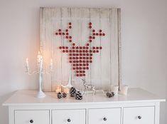 XMAS-DIY – Ein Hirsch aus Weihnachtskugeln