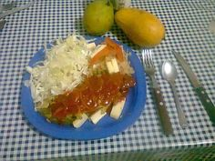 Chile relleno de carne con soya y queso  con repollo , tostadas, mango y pera.26/04/15