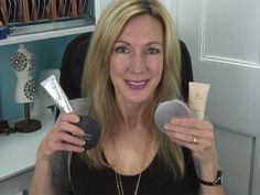 <p>Can you believe that I tried on almost 50 different foundations this year? I was on an epic search for a foundation that made myaging skin look better than it really is.I discovered that there are a few foundations thatlook and feel good, but that for every one of those, …</p>