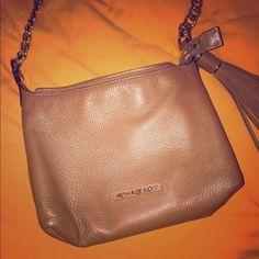 MICHAEL KORS CROSSBODY Tan Michael Kors Crossbody, great condition Michael Kors Bags Crossbody Bags
