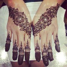 There are three main types of mehndi designs known as Indian mehndi designs, Pakistani mehndi designs and Arabic mehndi designs.