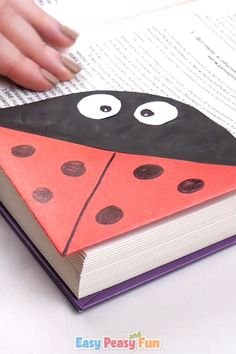 Ready for another adorable bookmark? Make this cute ladybug corner bookmark, perfect to keep your summer reads in check or just to craft away during the summer break. Crafts Ladybug Corner Bookmark – Origami for Kids Cute Crafts, Easy Crafts, Diy And Crafts, Crafts For Kids, Arts And Crafts, Corner Bookmarks, How To Make Bookmarks, Paper Crafts Origami, Paper Crafting