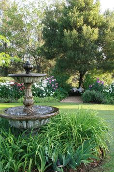 I dream of owning a romantic garden fountain one day. Backyard Water Fountains, Water Fountain Design, Fountain Ideas, Fountain Garden, Bühnen Design, Design Ideas, Dame Nature, Water Features In The Garden, Garden Cottage