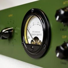 The Lisson Grove R-124 is a vintage style tube compressor based on the classic British Studio compressor that was used intensively on all of the Beatles recordings.