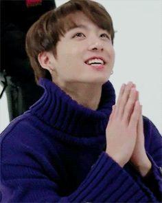 Jungkook estaba tranquilamente en su cama luego de haber conocido a Taehyung