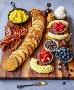 A fabulous Pancake Board with all the toppings and sides is such a creative way to serve breakfast, brunch or brinner! Who wouldn't run to the table if this amazing pancake board was Charcuterie Recipes, Charcuterie Board, Comida Picnic, Pancake Party, Breakfast Platter, Breakfast Picnic, Romantic Breakfast, Breakfast Cooking, Tasty Pancakes