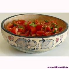 Tomatensalat mit Zwiebeln Der Tomatensalat mit Zwiebeln ist ein einfacher, leckerer Tomatensalat - vegan vegetarisch vegan laktosefrei glutenfrei