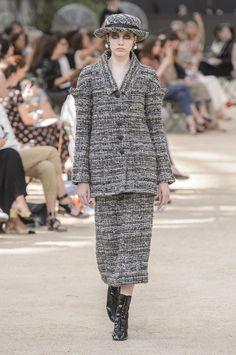 Défilé Chanel haute couture : les Parisiennes de Karl...