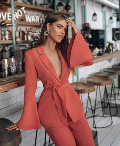 New Womens Suit Vest Outfit Chic Ideas Suit Fashion, Look Fashion, Fashion Dresses, Womens Fashion, Fashion Trends, Coral Fashion, Ladies Fashion, Fashion Beauty, Simple Outfits