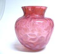 Jugendstil Glasvase Rosa mit Blütendekor um 1910 Die Vase ist in einem guten Zustand,ohne beschädigungen. Höhe 13,5 cm Durchmesser ca. 13,0 cm $50.00