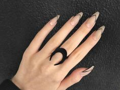 Semi-permanent varnish, false nails, patches: which manicure to choose? - My Nails Black Nail Designs, Acrylic Nail Designs, Nail Art Designs, Almond Nails Designs, Cute Acrylic Nails, Cute Nails, Pretty Nails, White Stiletto Nails, Black Nails With Glitter