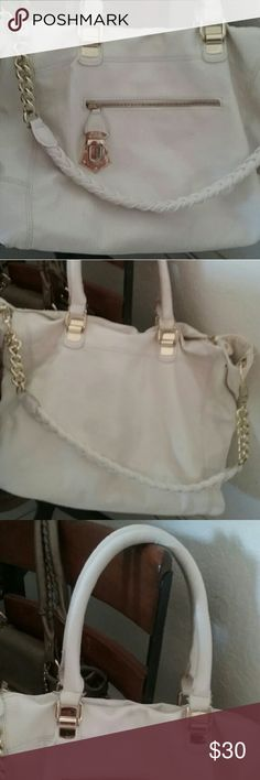 Steve madden handbag/shoulderbag Really cute big white handbad by steve madden ,has some stains not new. Coach Bags Shoulder Bags