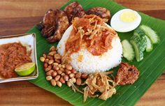 The favourite Malaysian breakfast. rice cooked in coconut milk eaten with fried anchovies, fried peanuts, boiled egg, sliced cucumber sambal (cooked sweet chilli paste). Malaysian Cuisine, Malaysian Food, Malaysian Recipes, Easy Asian Recipes, Healthy Recipes, Rice Recipes, Healthy Food, Coconut Milk Rice, Nasi Lemak