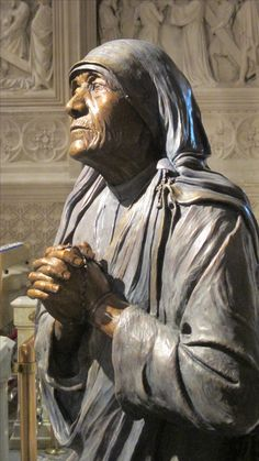 Statue of St. Teresa of Calcutta from another angle.