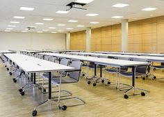 TIMETABLE mobile conference table | Neos cantilever chair | By Wilkhahn | #timetable | #Neos