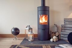 Rais Viva 120 in a barn conversion in Quainton, Buckinghamshire. Slate hearth and warm oak wood finishes.