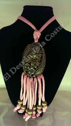 Collar artesanal con trapillo