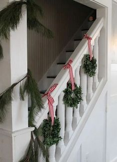 Beautiful Christmas Stairs Decoration Ideas - It's Christmas again, and you're looking at the stacks of decorations you put away last January. It can seem like quite a challenge, especially if you. Noel Christmas, Country Christmas, Simple Christmas, Winter Christmas, Christmas Wreaths, Christmas Ideas, Christmas Island, Christmas Cactus, Christmas Music