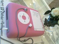 Pink I pod by Susan McEvoy of Cake Couture