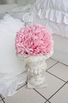 napkins into beautiful flowers - great for leftover wedding/shower/birthday party napkins. Shabby Flowers, Real Flowers, Diy Flowers, Fabric Flowers, Beautiful Flowers, Diy Paper, Paper Crafts, Crafts To Do, Diy Crafts