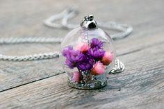 dried flowers necklace por SiamesaProject