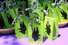 Goodie Bags for Maleficent Party Halloween Party Themes, Halloween Birthday, Disney Halloween, Maleficent Birthday Party, Villains Party, Disney Villains, 9th Birthday Parties, 5th Birthday, Festa Party