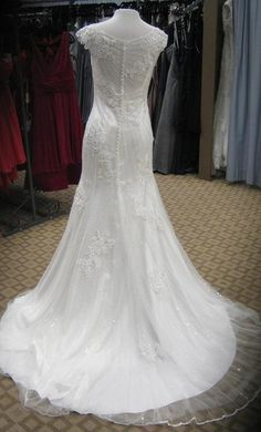 Maggie Sottero Savannah Marie: buy this dress for a fraction of the salon price on PreOwnedWeddingDresses.com