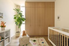 The nursery on the second floor is situated directly above the guest bedroom on the ground floor. The two bathrooms are also stacked to allow for efficient structural, mechanical, and plumbing systems. #dwell #californianhomes #moderndesign #nursery Home Bedroom, Two Bedroom, Light Hardwood Floors, California Homes, Architect Design, Second Floor, Ground Floor, Case Study, Modern Design