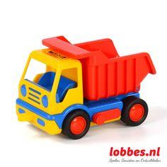 De Basics kiepwagen van Wader is een stevige vrachtwagen gemaakt van kwalitatieve kunststof. Vervoer de nodige materialen met deze vrachtwagens en kiep vervolgens de bak leeg door deze op te heffen. Deze kiepwagens worden met gele of rode bak geleverd.