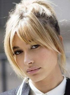 Coiffure tendance : 15 façons de porter la frange en 2017 15 Ways to Wear the Fringe in The Hinged Curtain Fringe by Hailey Baldwin Discover 36 beautiful CupBeautiful Cups and NecksLong bangs, fringe eff Trendy Hairstyles, Bob Hairstyles, Tapered Hairstyles, Creative Hairstyles, Popular Hairstyles, Headband Hairstyles, Hairstyle Ideas, Medium Hair Styles, Short Hair Styles