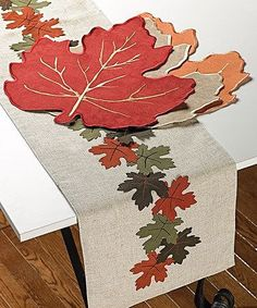 Sewing Appliques, Applique Patterns, Applique Designs, Quilt Patterns, Hand Embroidery Videos, Diy Embroidery, Embroidery Designs, Burlap Table Runners, Quilted Table Runners
