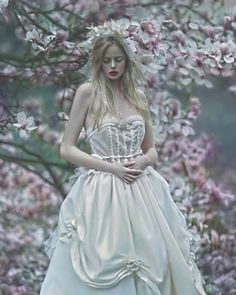 "Gefällt 1,180 Mal, 19 Kommentare - A.M Lorek (@agnieszka_lorek) auf Instagram: ""@alexolb 💕 @meggan.d 💕 @daria_berendt_makeup_artist 💕  #agnieszkalorek #amlorek #sadness #magnolia…"""