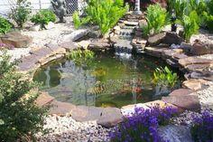 11 Εντυπωσιακά συντριβάνια για τον κήπο σου! | exypnes-idees.gr Small Fish Pond, Small Ponds, Fish Pond Gardens, Small Gardens, Backyard Water Feature, Ponds Backyard, Garden Ponds, Garden Pond Design, Pond Waterfall