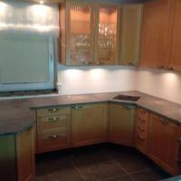 Aufmaß, Lieferung und Montage von der Granit Küchenarbeitsplatte, Premium Material Paradiso Chiaro in 3 cm Stärke inkl. Kantenbearbeitung