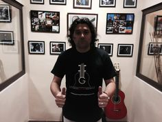 Con nuestro Amigo el Maestro Josemi Carmona en el Master Class de Escuela Paco Navarro. Un saludo Fundación Guitarra Flamenca. www.fundacionguitarraflamenca.com
