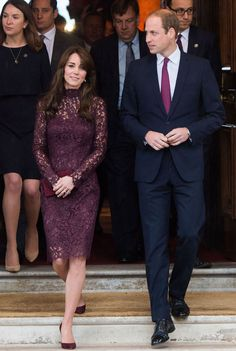 More perfection from Kate Middleton, who stepped out at Lancaster House today in a maroon lace Dolce & Gabbana dress. Kate Middleton Outfits, Kate Middleton Latest, Looks Kate Middleton, Estilo Kate Middleton, The Duchess, Duchess Of Cambridge, Royal Fashion, Look Fashion, Christopher Kane