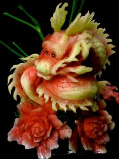 If you want to bring your creative fruits and veggie art to the next level, get inspired by this amazing carved food art from the best kitchen artists worldwide. L'art Du Fruit, Deco Fruit, Fruit Art, Fresh Fruit, Veggie Art, Fruit And Vegetable Carving, Veggie Food, Quinoa Food, Quinoa Salad