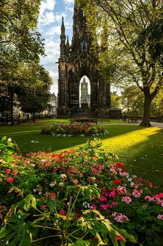 Scott Monument, Edinburgh, Scotland. By Beautiful Edinburgh.