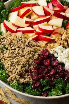 Quinoa Kale Salad Recipes is One Of Liked Salad Recipes Of Several People Across the World. Besides Easy to Create and Excellent Taste, This Quinoa Kale Salad Recipes Also Health Indeed. Salade Kale Quinoa, Quinoa Salat, Kale Apple Salad, Cranberry Quinoa Salad, Vegetarian Recipes, Cooking Recipes, Healthy Recipes, Quinoa Salad Recipes, Chicken Quinoa Salad