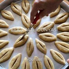 """5,209 Beğenme, 65 Yorum - Instagram'da Bera Tatlı Dünyası (@bera.tatlidunyasi): """"Hayırlı Akşamlar Ramazan yaklaşmışken sizlere iftar sofralarınızı süsleyecek harika bir tarifim…"""" Bread Art, Cooking Recipes, Healthy Recipes, Turkish Delight, Biscotti, Food And Drink, Sweets, Cookies, Baking"""