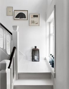 White Stairs Scandinavian Entryway New Ideas Entry Stairs, House Stairs, Wood Stairs, Stair Railing, Stairs Window, Hallway Inspiration, Interior Inspiration, White Staircase, Black Banister