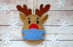 Felt Christmas Decorations, Christmas Ornament Crafts, Diy Christmas Gifts, Felt Crafts, Handmade Christmas, Holiday Crafts, Reindeer Ornaments, Felt Ornaments Patterns, Quilted Ornaments
