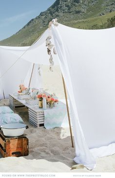 Love the tablescape, we could wrap linen sheets or something around the pop up too, to get this look ;)