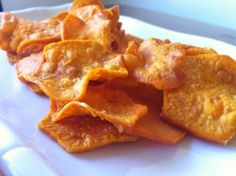 Sweet Potato Chips fried with Coconut Oil (crossover) Primal Recipes, Whole Food Recipes, Snack Recipes, Cooking Recipes, Bread Recipes, Yummy Snacks, Healthy Snacks, Yummy Food, Sweet Potato Chips Fried