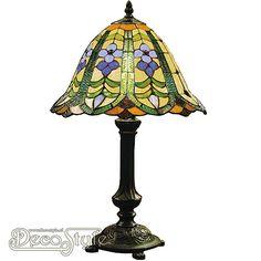 Tiffany Tafellamp Remir Green  Een bijzonder mooie tafellamp. Helemaal met de hand gemaakt van echt Tiffanyglas. Dit originele glas zorgt voor de warme uitstraling. De voet is vervaardigd van brons. Met 1x kleine fitting (E14). Met schakelaar aan het stroomsnoer. Afmetingen: Hoogte: 48 cm Diameter Kap: 30 cm