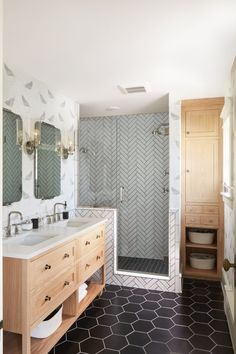 Resolve to Redecorate: Aimee's Master Bathroom Co-founder Aimee Lagos's airy beachy bathroom remodel Diy Bathroom Remodel, Bathroom Renovations, Home Remodeling, Budget Bathroom, Bath Remodel, Layout Design, Design Ideas, Design Inspiration, Black And White Tiles Bathroom