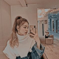 Lấy ghi cre id tiktok : jieanyeong If you take this picture you have to cre my id tiktok : jieanyeong Aesthetic Women, Kpop Aesthetic, Aesthetic Girl, Kpop Girl Groups, Korean Girl Groups, Kpop Girls, Jin, Uzzlang Girl, Soyeon